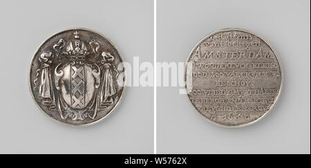 Siege of Amsterdam by Willem II, Silver Medal. Front: coat of arms of Amsterdam. Reverse: inscription, Amsterdam, Willem II (Prince of Orange), Johann Höhn, Danzig, 1650, silver (metal), engraving, d 5 cm × w 35.49 - Stock Photo