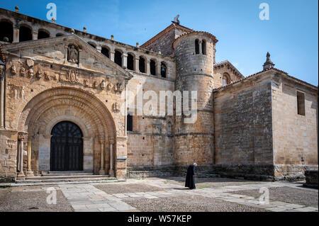 The collegiate church of Santa Juliana de Santillana del Mar (Cantabria, Spain), to which this Cantabrian town (Sant Iuliana - Santillana) owes its na - Stock Photo