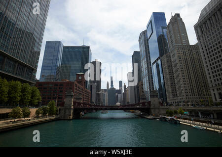 looking along the chicago river towards the la salle street bridge marshall suloway bridge and lake michigan downtown Chicago IL USA - Stock Photo