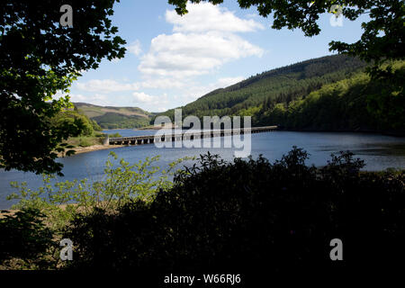 Twin pipe aqueduct in Ladybower Reservoir, the largest (holding 6300 million gallons) of three water storage reservoirs in the Derwent Valley, Peak Di - Stock Photo
