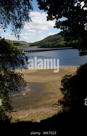 Ladybower Reservoir, the largest (holding 6300 million gallons) of three water storage reservoirs in the Derwent Valley, Peak District, UK - Stock Photo