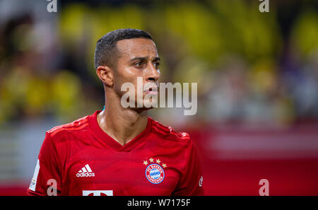 03 August 2019, North Rhine-Westphalia, Dortmund: Soccer: DFL Supercup, Borussia Dortmund - Bayern Munich in Signal Iduna Park. Bavaria's Thiago Alcantara. Photo: Guido Kirchner/dpa - IMPORTANT NOTE: In accordance with the requirements of the DFL Deutsche Fußball Liga or the DFB Deutscher Fußball-Bund, it is prohibited to use or have used photographs taken in the stadium and/or the match in the form of sequence images and/or video-like photo sequences. - Stock Photo