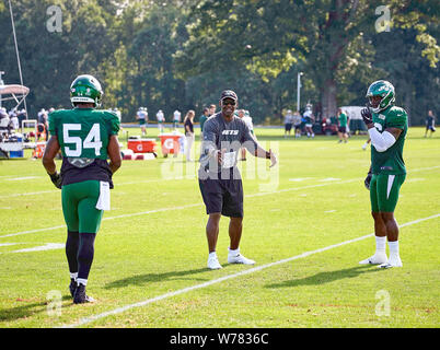 August 5, 2019, Florham Park, New Jersey, USA: Linebackers coach Frank Bush instructing players during training camp at the Atlantic Health Jets Training Center, Florham Park, New Jersey. Duncan Williams/CSM - Stock Photo