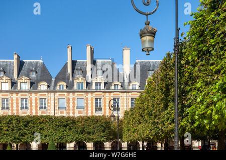 Fountain and achitecture in Place des Vosge - the oldest public square in Paris, Ile-de-France, France - Stock Photo
