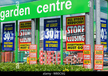Closing down Homebase DIY store in Southend on Sea, Essex, UK. Do it yourself DIY store ceasing trading. Shutting. Sign. Sale. Everything must go - Stock Photo