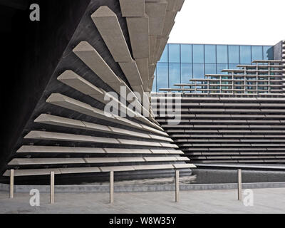 Angular shapes of the new V & A Museum in Dundee, Scotland, UK echo the design of a ship respecting the maritime history of the City - Stock Photo