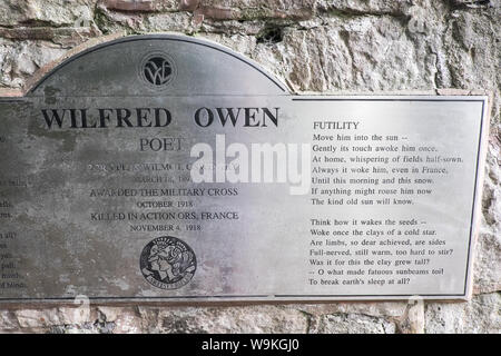 Oswestry,a,market,town,in,Shropshire,border,of, Wales,England,GB,UK,birthplace,of,First World War, poet,Wilfred Owen,statue,sculpture,Cae Glas Park, - Stock Photo