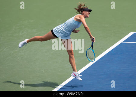 Mason, Ohio, USA. 14th Aug, 2019. Maria Sharapova (RUS) serves during Wednesday's round of the Western and Southern Open at the Lindner Family Tennis Center, Mason, Oh. Credit: Scott Stuart/ZUMA Wire/Alamy Live News - Stock Photo