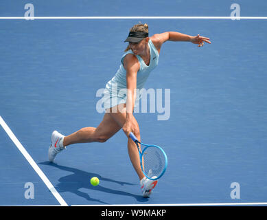 Mason, Ohio, USA. 14th Aug 2019. Ashleigh Barty (AUS) defeated Maria Sharapova (RUS) 6-4, 6-1, at the Western & Southern Open being played at Lindner Family Tennis Center in Mason, Ohio. © Leslie Billman/Tennisclix/CSM Credit: Cal Sport Media/Alamy Live News - Stock Photo