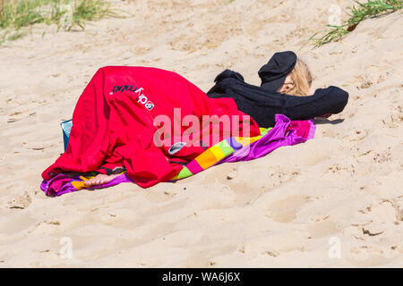 Poole, Dorset UK. 18th Aug 2019. UK weather: after a wet start, the sun returns and a lovely warm sunny day as beachgoers head to the seaside at Poole beaches to enjoy the sunshine. Credit: Carolyn Jenkins/Alamy Live News - Stock Photo