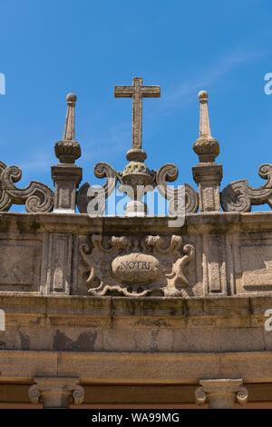 Portugal Vila Nova de Gaia Mosteiro da Serra do Pilar monastery circular Church 1672 cloister cross NOTRI stonework masonry ornate army barracks - Stock Photo