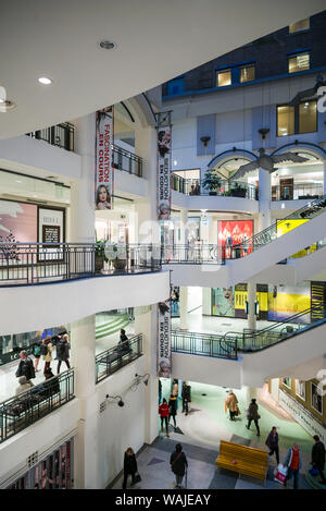 Canada, Quebec, Montreal. Les Cours Mont-Royal shopping mall in the former Mount Royal Hotel, once the largest hotel in the British Empire, interior - Stock Photo