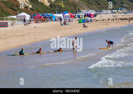 Branksome Chine, Poole, Dorset UK. 22nd Aug 2019. UK weather: a lovely warm sunny day as beachgoers head to the seaside at Branksome Chine beach to enjoy the sunshine, as temperatures are set to get higher for the Bank Holiday weekend. Credit: Carolyn Jenkins/Alamy Live News - Stock Photo