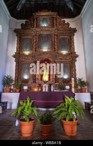 Iglesia católica Colonial, San Bartolomé Jocotenango, municipio del departamento de Quiché, Guatemala, America Central. - Stock Photo