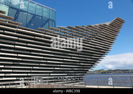 """Part of the """"prow"""" of the Victoria and Albert museum next to the river Tay and the Tay bridge in Dundee, north east of Scotland - Stock Photo"""