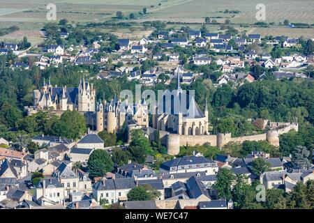 France, Maine et Loire, Montreuil Bellay, the castle and the church (aerial view) - Stock Photo