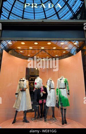 Italy, Lombardy, Milan, Piazza del Duomo, Galleria Vittorio Emanuele II, luxury shop Prada, setting up the showcase - Stock Photo