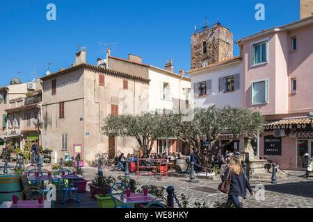 France, Var, Saint-Raphaël, old center, Place de la République and the church of Saint Rafeu known as the Templars also called St. Peter's Church, now archaeological museum - Stock Photo