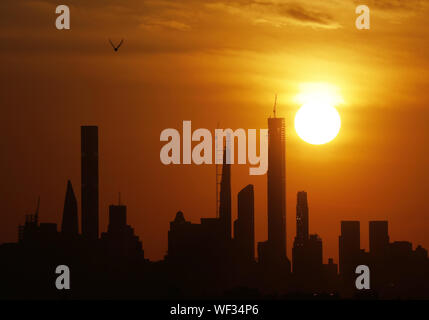 Flushing Meadow, United Stated. 30th Aug, 2019. The sun sets behind the Manhattan skyline from the top of Arthur Ashe Stadium at the 2019 US Open Tennis Championships at the USTA Billie Jean King National Tennis Center on Friday, August 30, 2019 in New York City. Photo by John Angelillo/UPI Credit: UPI/Alamy Live News - Stock Photo