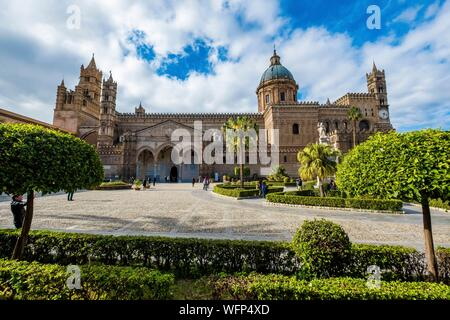 Italy, Sicily, Palermo, 12th century Roman Catholic cathedral, dedicated to Our Lady of the Assumption, Arab-Norman style - Stock Photo