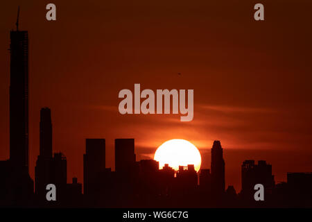 New York, USA. 30th Aug, 2019. Sunset over Manhattan is pictured from Arthur Ashe Stadium in Queens, New York, the United States, Aug. 30, 2019. Credit: Li Muzi/Xinhua/Alamy Live News - Stock Photo