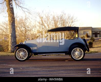 Lozier built 'quality cars for quality people' from 1905-17.  This is a 1916 65hp tourer, Model 84.. . Alongside refined light cars like this 1916 fou - Stock Photo