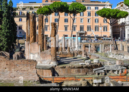 The excavated underground ruins at Largo di Torre Argentina containing Roman temples and the remains of Pompey's Theatre, now a cat sanctuary. - Stock Photo