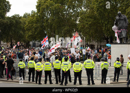 London, UK. 7th September 2019. Pro-Brexit protesters are kept by the police in a small area of Parliament Square, around the statue of Sit Winston Churchill, during their demonstration. Credit: Joe Kuis /Alamy News - Stock Photo