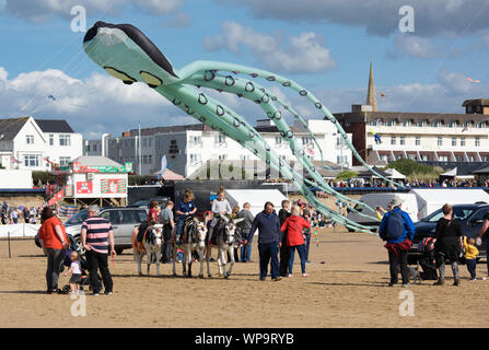 St Annes on the Sea, Lancashire, UK. 7th Sept 2019. St Annes International Kite Festival 2019, St Annes beach, St Annes on the Sea, Lancashire. Displays of kites from teams across the UK and overseas. Credit: John Eveson/Alamy Live News - Stock Photo