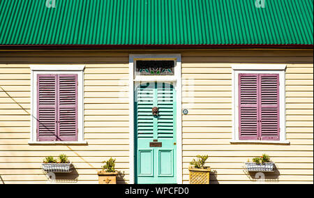 A cute single storey wooden weatherboard house in the inner suburb of Balmain, Sydney - Stock Photo