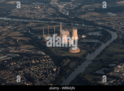 06 July 2018, Hessen, Langen: The Staudinger power plant, a steam power plant located on the Main River, mainly fired by hard coal, seen from the cockpit of an aircraft. Photo: Frank Rumpenhorst/dpa - Stock Photo
