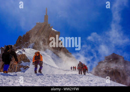 Mountaineers climbing the Aiguille du Midi (Mont Blanc) - Stock Photo