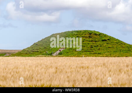 Maeshowe chambered cairn and passage grave built 2800BC part of part of the Heart of Neolithic Orkney UNESCO  World Heritage Site,  Stenness, Orkney, - Stock Photo