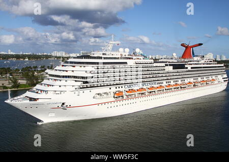 CARNIVAL SLENDOR CRUISE SHIP IN THE PORT OF MIAMI. PORTMIAMI FORMERLY THE DANTE B. FASCELL PORT OF MIAMI. CARNIVAL SLENDOR WAS THE LARGEST CRUISE SHIP IN THE CARNIVAL CRUISE LINE UNTIL CARNIVAL DREAM DEBUTED IN SEPTEMBER 2009. - Stock Photo
