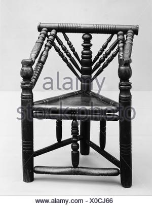 Three-legged chair. Date: late 16th-early 17th century; Culture: British; Medium: Ash with oak seat; Dimensions: Height: 32 1/2 in. (82.6 cm); - Stock Photo