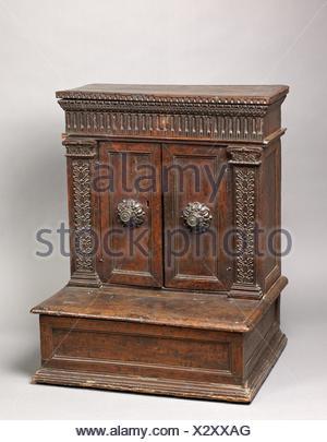 Prie Dieu (Prayer desk). Date: second half 16th century (mostly late); Culture: Italian; Medium: Walnut; Dimensions: H. 91.5 cm, W. 72.8 cm, D. 57.5 - Stock Photo