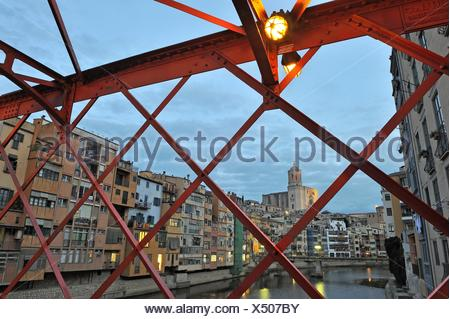 front of the houses viewed from the metal footbridge over the Onyar River, built by Eiffel and Compagny in 1876, Girona, Catalonia, Spain, Europe. - Stock Photo