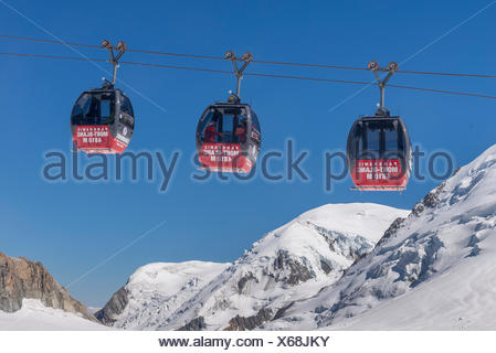 Télécabine Panoramic Mont-Blanc, opened in 1957, hovers 5km above the glacier between Aiguille du Midi and Pointe Helbronner - Stock Photo