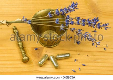 Lavendel mit Mörser - Stock Photo