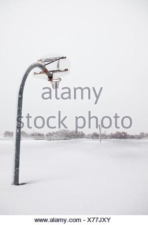 USA, New York State, Rockaway Beach, basketball hoop in winter - Stock Photo
