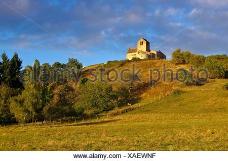 Chatel-de-Neuvre Kirche Saint-Laurent , Auvergne in  Frankreich - Chatel-de-Neuvre church Saint-Laurent, Auvergne in France - Stock Photo