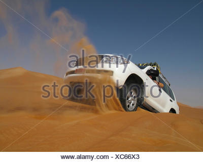 United Arab Emirates, Abu Dhabi, Jeep in desert, getting stuck - Stock Photo