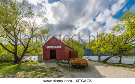 Red hut standing next to Lake Wakatipu, Glenorchy near Queenstown, Southern Alps, Otago, Southland, New Zealand - Stock Photo