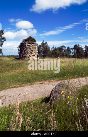 dh Jacobite battlefield CULLODEN MOOR INVERNESSSHIRE Tourist couple at memorial stone cairn on battle field site scottish monuments 1745 rebellion