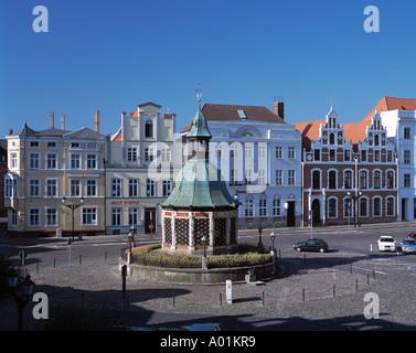 Marktplatz mit dem Pavillon Wasserkunst, Buergerhaeuser, Wismar, Ostsee, Mecklenburg-Vorpommern - Stock Photo
