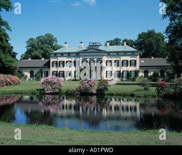 Rhododendronstraeucher in Bluete, Schloss und Schlossgarten in Rastede, Ammerland, Niedersachsen - Stock Photo