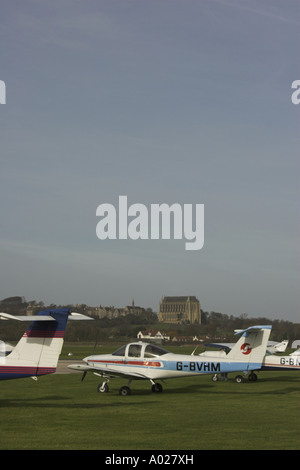 A Piper PA-38-112 Tomahawk sits on the airfield of Shoreham (Brighton City) Airport, West Sussex. - Stock Photo