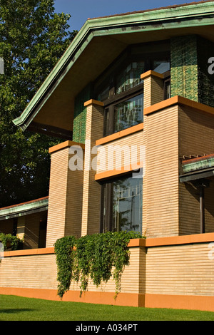 ... ILLINOIS Springfield Dana Thomas House designed by Frank Lloyd Wright  exterior of prairie style architecture -