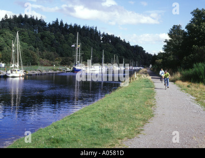 dh Caledonian Canal LOCH NESS INVERNESSSHIRE Bicycle cyclist on bank of canal  yachts towpath riding bikes bics cycling child scotland cycle paths