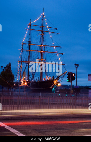 Christmas decorations lighting up the RRS Discovery ship at night in Dundee, UK - Stock Photo